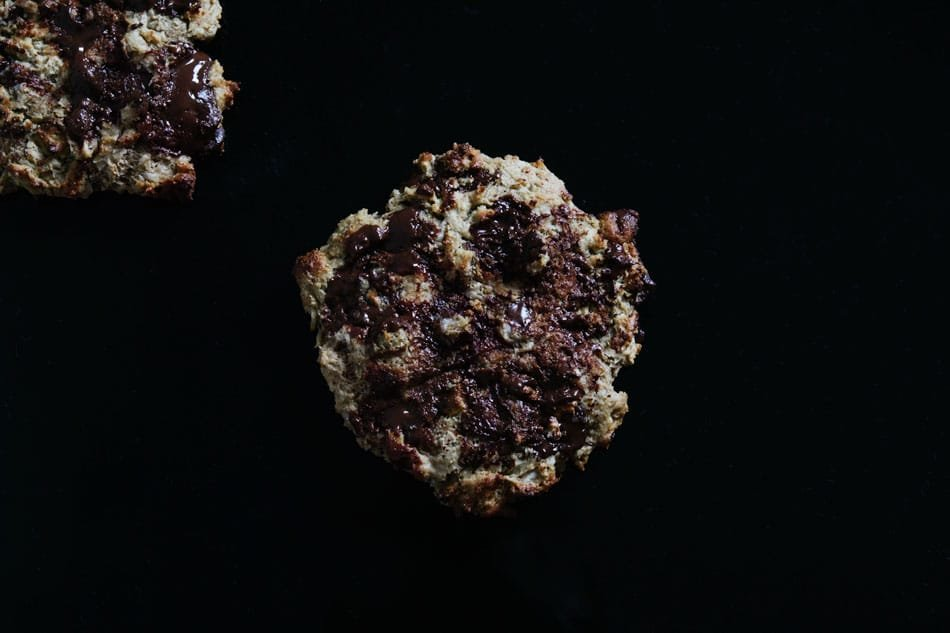 gluten free banana 'n cardamom chocolate chip cookies | gnom-gnom.com