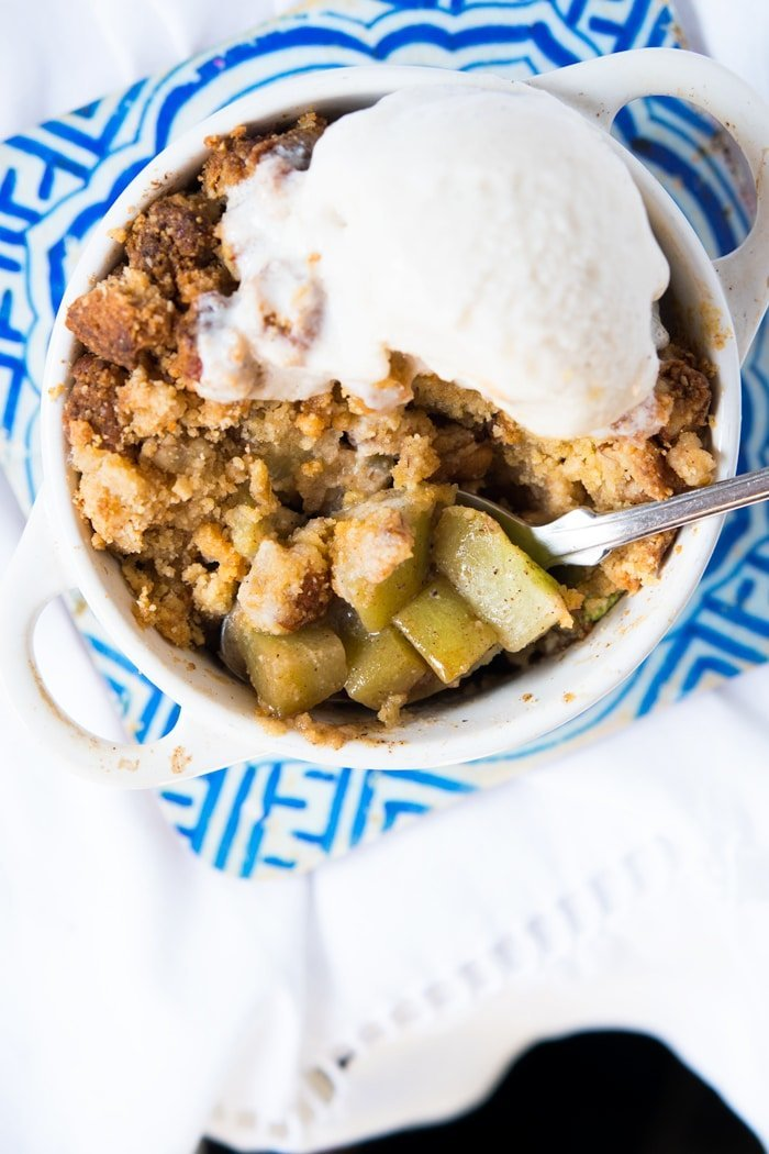 Low carb & keto apple crumble with vanilla ice cream