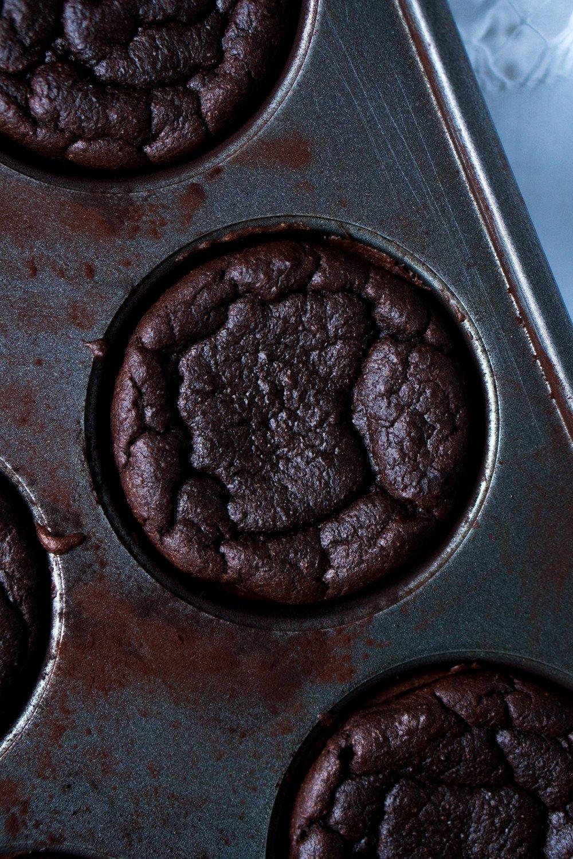 Gluten Free & Keto Chocolate Pumpkin Cupcakes ? Suuuper Moist & 3g net carbs