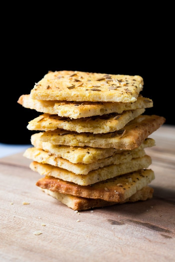 Gluten Free & Keto Crackers 🧀 Suuuper Flakey & Buttery #ketocrackers #lowcarbcrackers