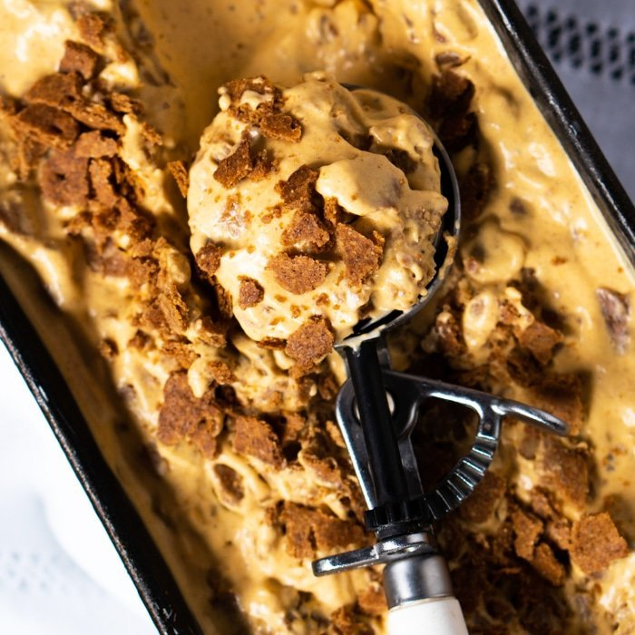No-Churn Gluten Free & Keto Pumpkin Cheesecake Ice Cream #keto #lowcarb #healthyrecipes #pumpkin #glutenfree #icecream