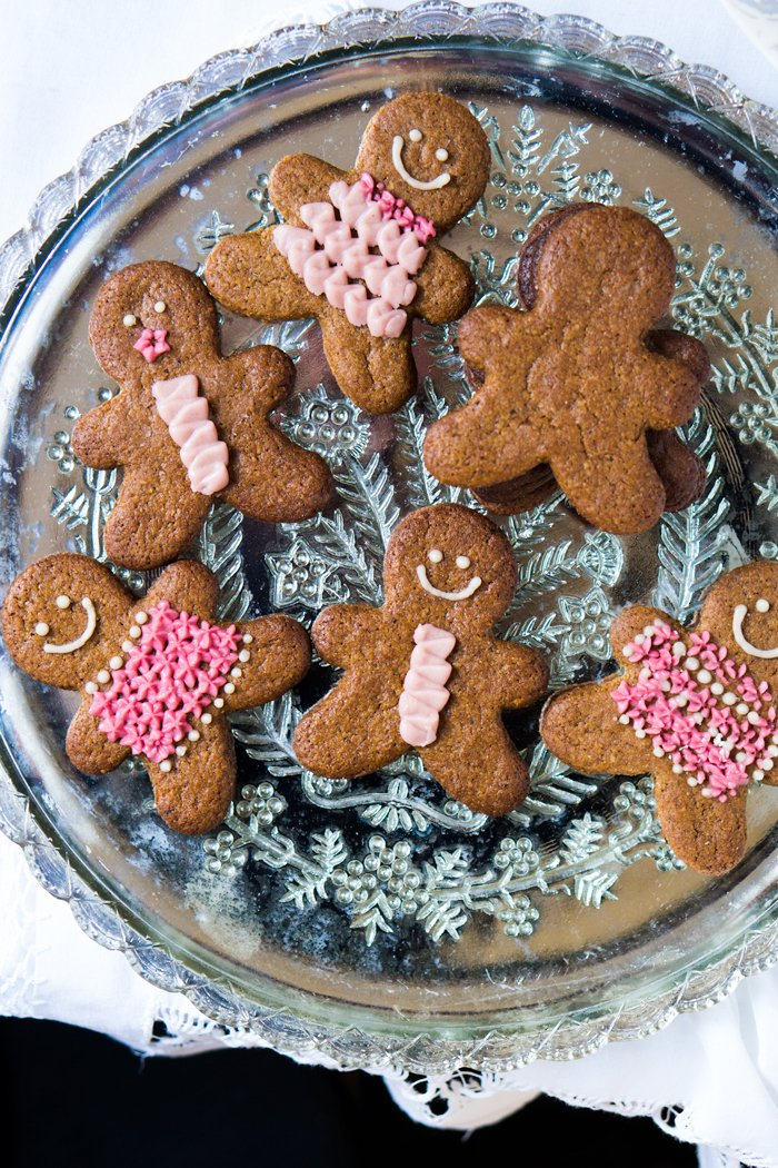Decorating keto gingerbread cookies with icing
