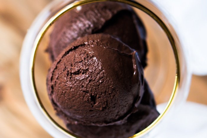 No-Churn Low Carb & Keto Chocolate Ice Cream 🍦 #ketoicecream #lowcarbicecream #nochurnicecream #chocolateicecream