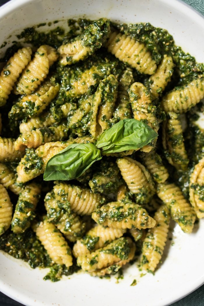 Bowl keto pasta, pesto and basil