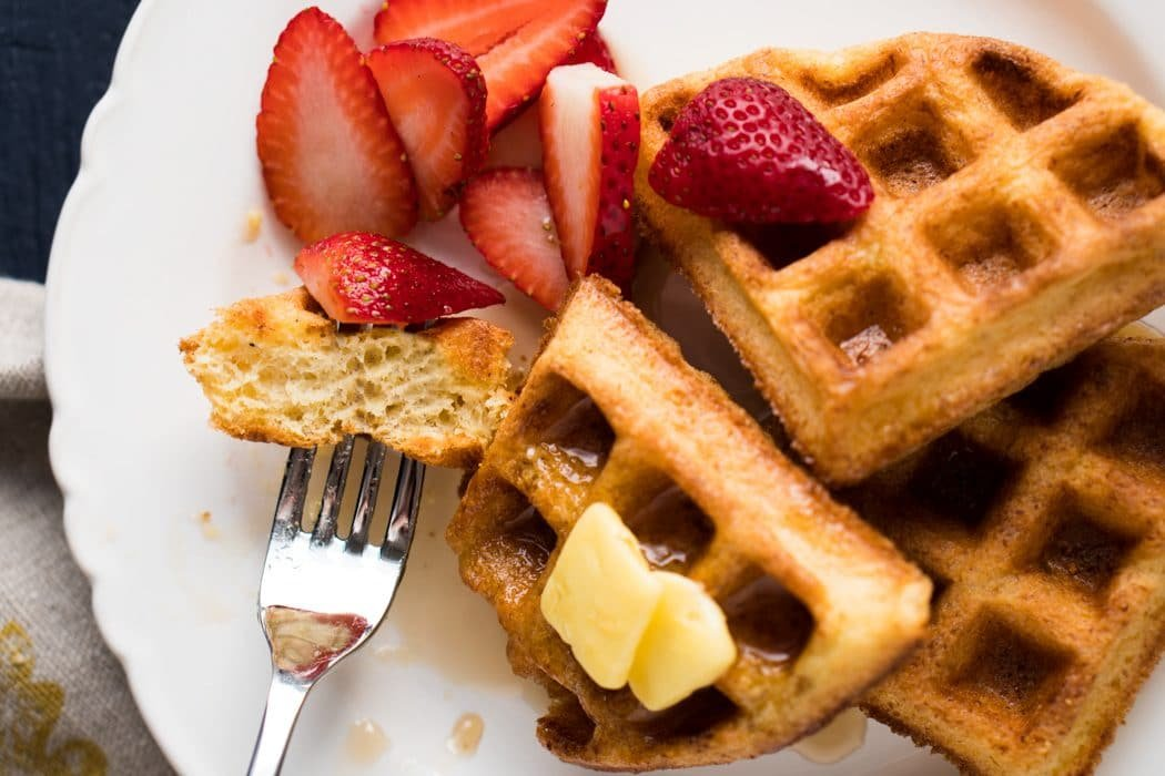Gluten Free, Grain Free & Keto Waffles 🥞 Just 1g net carbs per waffle! #keto #ketodiet #ketobreakfast #lowcarb #healthyrecipes