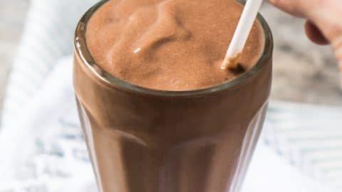 Paleo, Dairy Free & Keto Bulletproof Chocolate Milkshake 🍫 #keto #ketobreakfast #lowcarb #paleo #healthyrecipes #milkshake