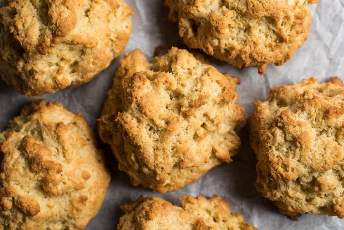 30-Minute Gluten Free, Paleo & Keto Drop Biscuits 🍞💨 #keto #ketodiet #lowcarb #paleo #glutenfree #ketobreakfast #ketobread #healthyrecipes #biscuits