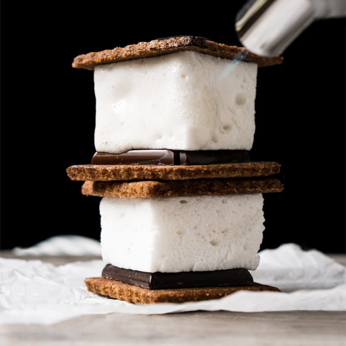 3-Ingredient Sugar Free, Paleo & Keto Marshmallows S'mores #keto #lowcarb #glutenfree #paleo #healthyrecipes #marshmallows #ketodessert #ketorecipes #ketodiet #smores