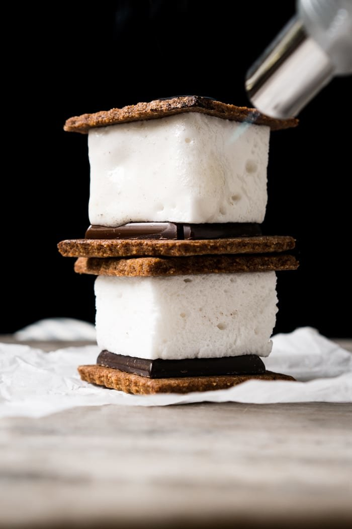 3-Ingredient Sugar Free, Paleo & Keto Marshmallow S'mores #keto #lowcarb #glutenfree #paleo #healthyrecipes #marshmallows #ketodessert #ketorecipes #ketodiet #smores