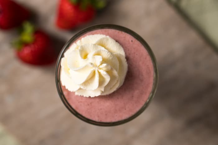 Sugar-Free, Paleo & Keto Strawberry Milkshake #keto #lowcarb #glutenfree #paleo #healthyrecipes #milkshake #ketodessert #ketorecipes #ketodiet