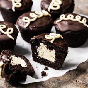 Gluten Free & keto hostess cupcakes with vanilla buttercream